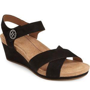Ugg Veva Sandal In Black Brand New 8.5